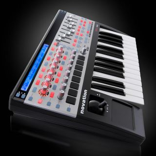 2-NOVATION ReMOTE SL 25 MKI