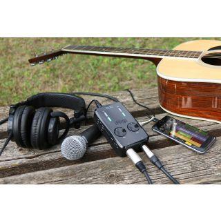 IK MULTIMEDIA iRig PRO Duo con chitarra acustica